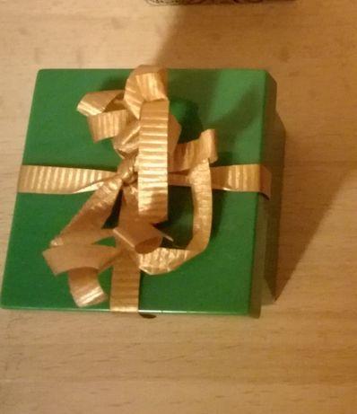 Ozdobne pudełko na obrączki lub pierscionek