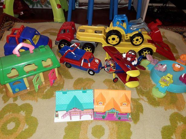 Лот игрушек ,машины, автовоз,вертолет, гараж,домик.