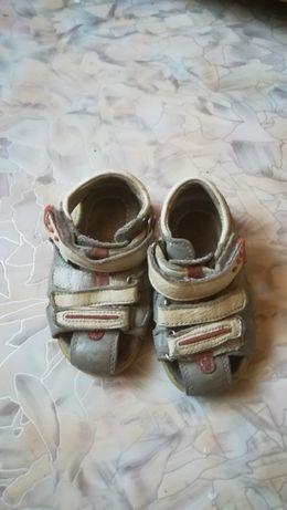 Обувь отдам даром