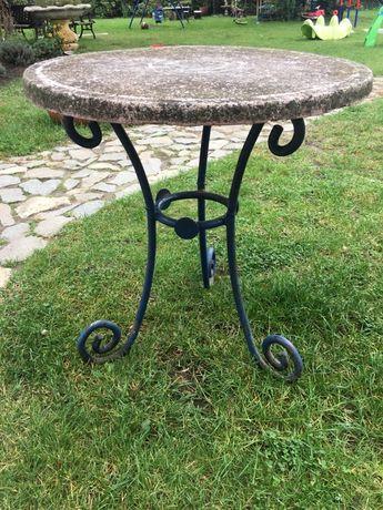 Stary stolik ogrodowy