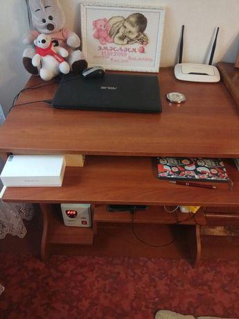 Продам компьютерный стол 2000₽