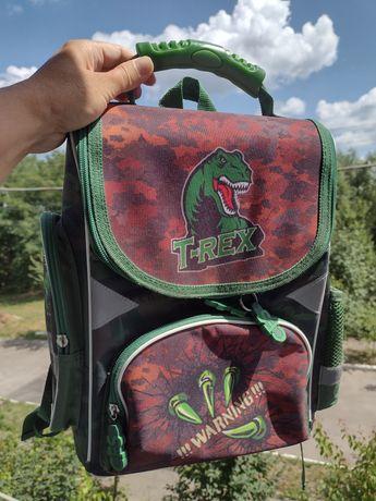 Школьний рюкзак з динозавром