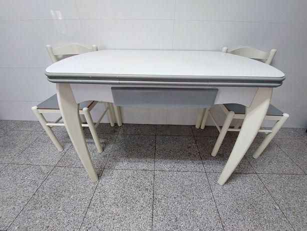 Mesa de cozinha extensível com cadeiras