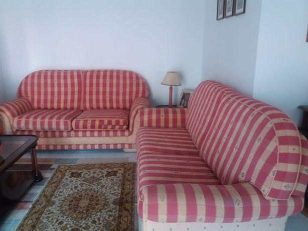 2 sofás 1 com cama
