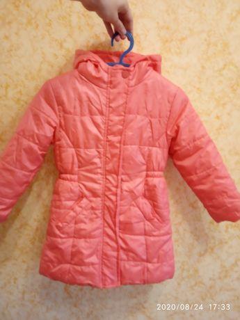 Яркая демисезонная курточка на девочку 4-5 лет