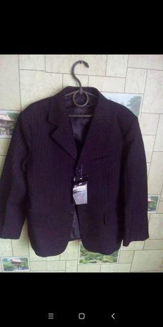 Пиджак школьный новый