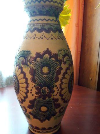 Напольная ваза и декоративная тарелка