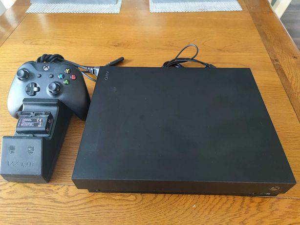 XBOX ONE X 1 TB z padem i ładowarką