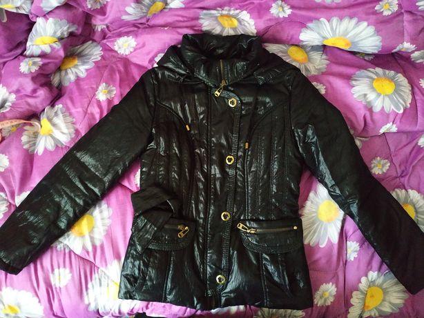 Куртка женская черная демисезонная 42 размер