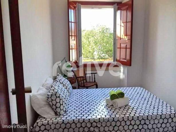 Hostel/Moradia remodelada em Constância com recheio incluído