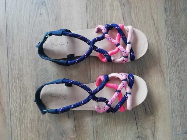 Sandálias menina tamanho 37, marca Zara