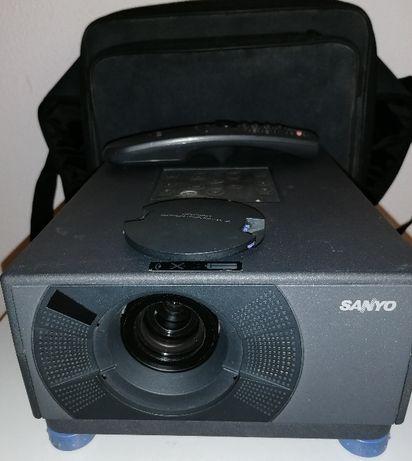 Projetor de video Sanyo PLC-SU07E, + mala epson, sem lampada