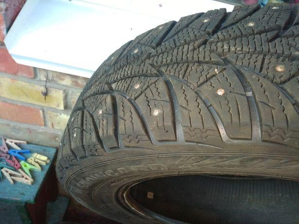 Продам 2 шипованых колеса