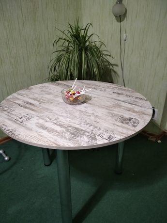 Продам стол,состояние новое
