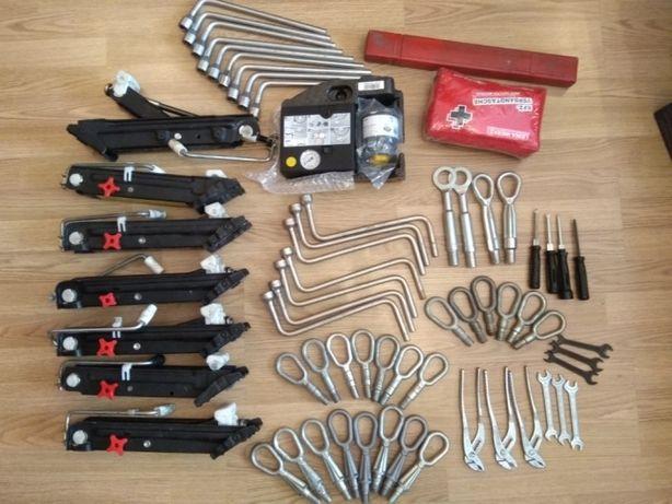 Крюк буксировочный ключ домкрат BMW E46 E39,E36 E38 E60 E90 Докатка