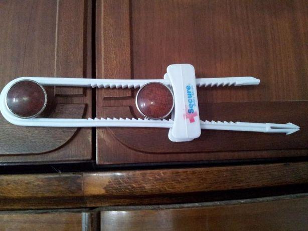 Защита на разные ручки дверей шкафов.