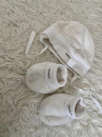 Newbie buciki czapka 0-3 mc . 56 od urodzenia do 3 miesiecy. Kremowe