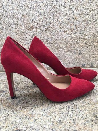 Sapatos cor de morango da Stradivarius Novos
