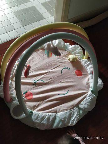 Tapete de atividades para bebé (menina)