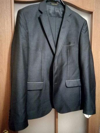 продам костюм, 2500 рублей.