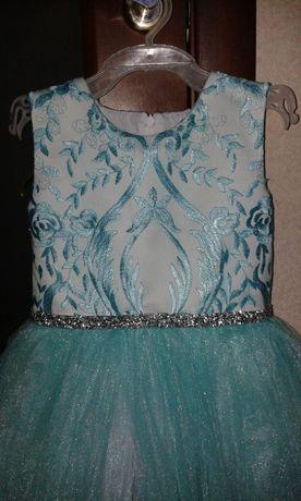 Продам пышное очаровательное платье снежинки, бусинки, капельки!