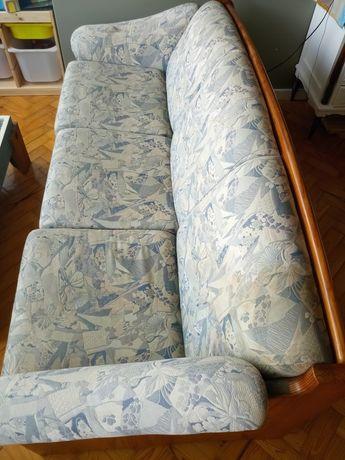 Sofá simples, antigo, para restauro.