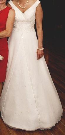 Suknia ślubna z podpinanym trenem ecru