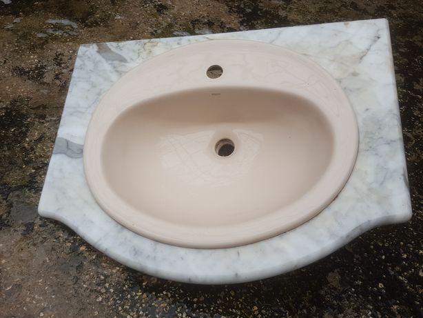 Lavatório  e  pedra para  WC