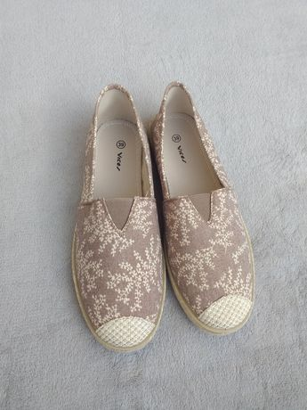 Bezowe buty wsuwane espadryle slip on born2be