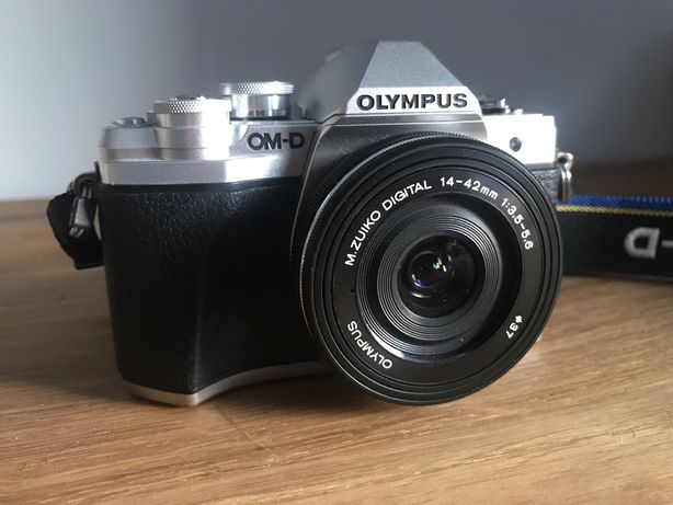 Olympus E-M10 III 3 OM 10 srebrny + pancake