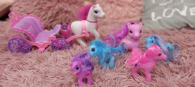 Kucyki pony z  dorożką