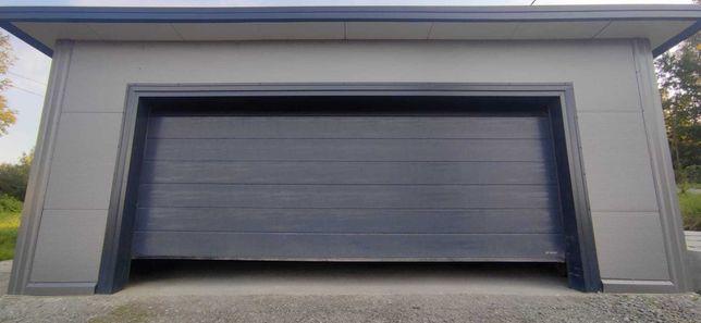 Garaż ocieplany z płyty warstwowej