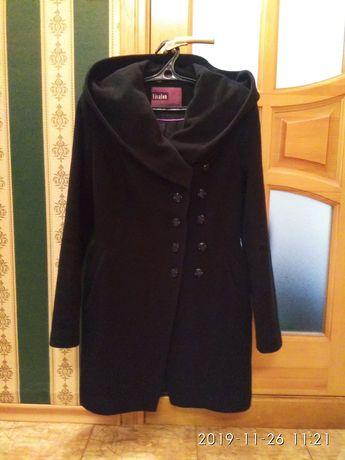 Теплое пальто с глубоким капюшоном Vivalon