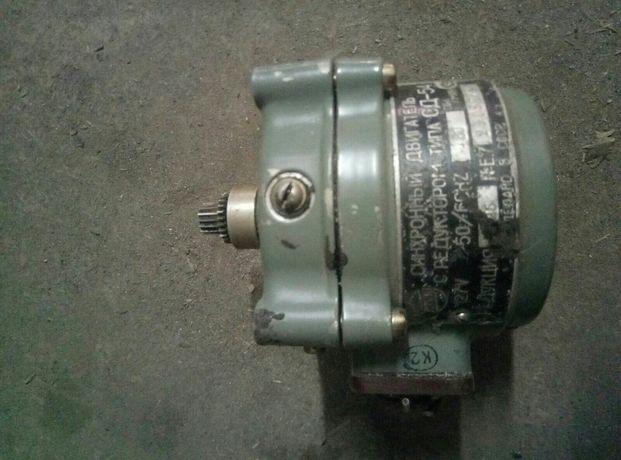Продам реверсивный двигатель