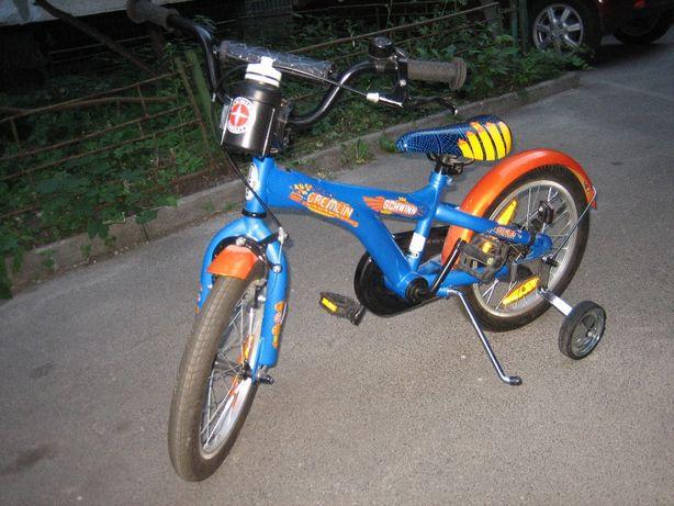 """Велосипед Schwinn Gremlin 16"""" с боковыми колесами"""