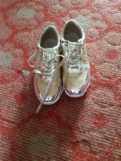 Buty złote