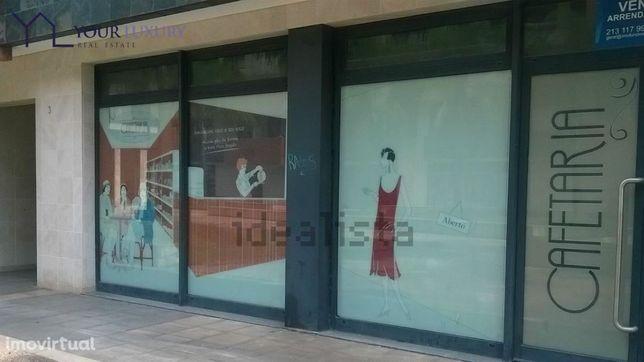 Espaço comercial para arrendamento (aluguer) em Oeiras, Miraflores