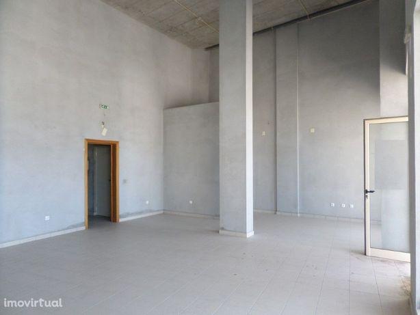 Loja com 188 m2 em Tavarede