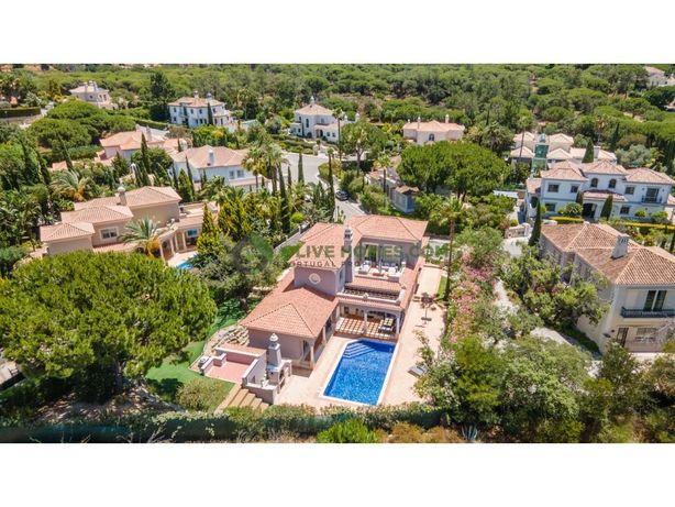 Maravilhosa vila de 4 quartos localizada em Quinta Verde