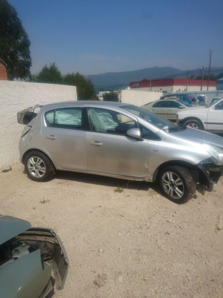 Opel Corsa D para peças. Motor A13DTC, portas, airbags etc.