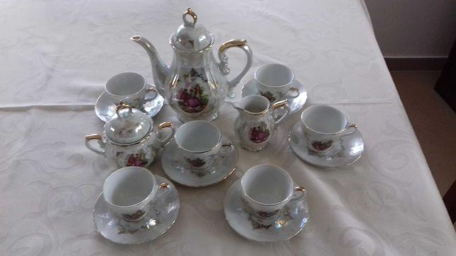 Serviço de café em porcelana antigo