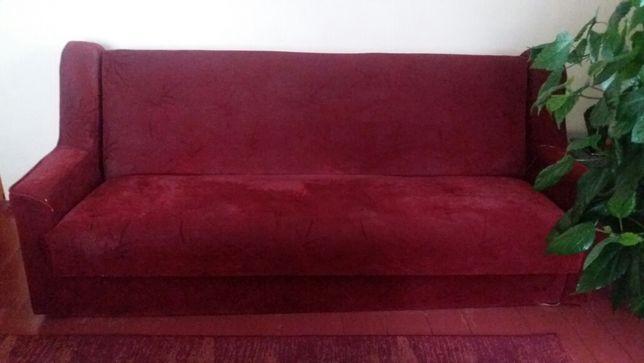 М'яко частина: диван та два крісла.