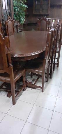 Mesa em exelente estado com 8 cadeiras