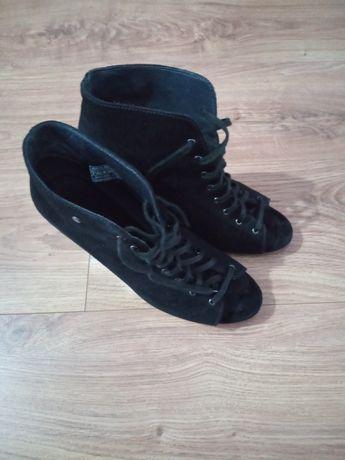 Buty Botki Sandały na słupku skórzane zamszowe UGG