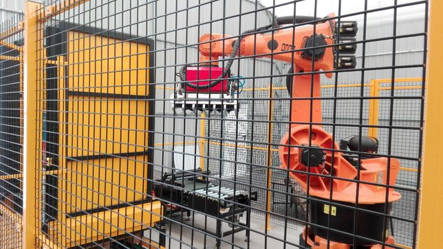 Robot przemysłowy KUKA paletyzator pakowanie od STEELUM
