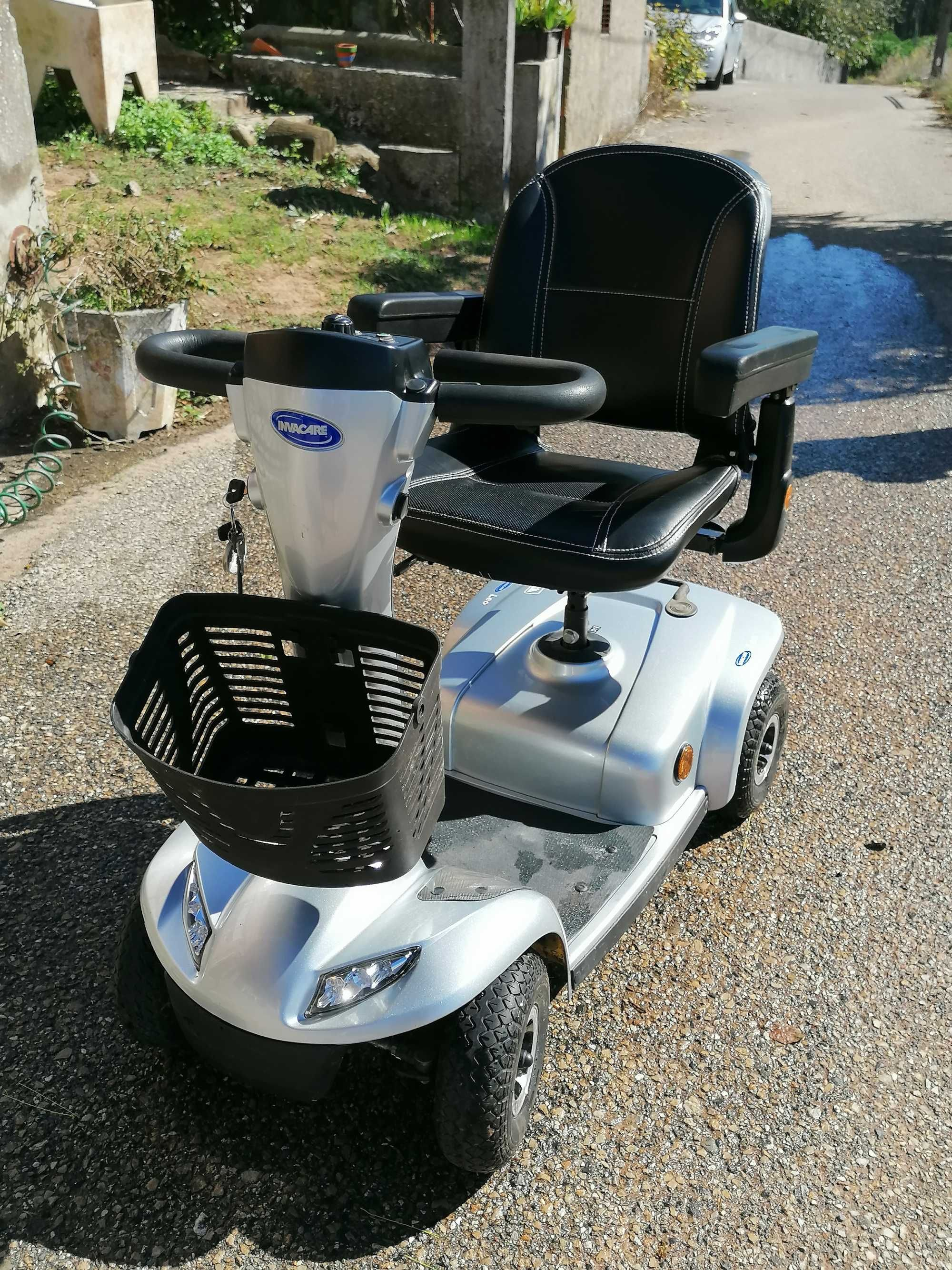 Scooter eléctrica de mobilidade reduzida, muito bem estimada!