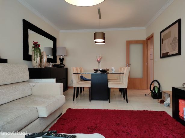 Apartamento T2 Parcialmente Remodelado À Venda Em Esgueira