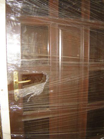 drzwi zewn.-wejsciowe pcv,alum.,drewniane