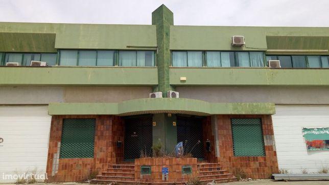 Investimento Imobiliário Cluttons Comercial | 1.375 m2 | Armazém
