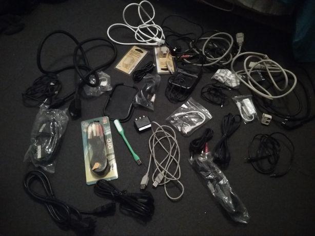 Vários cabos e adaptadores